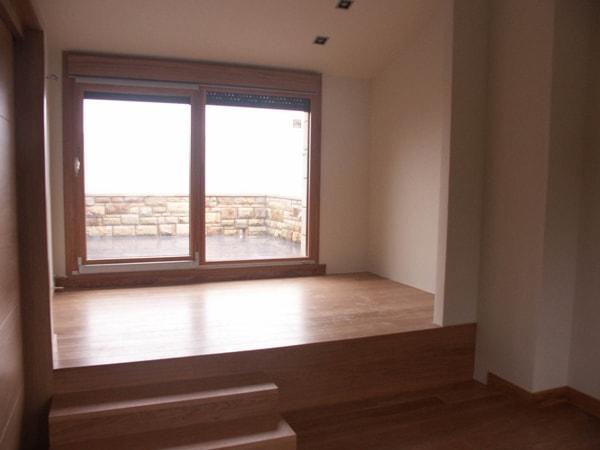 Estancia - balcón de vivienda bifamiliar en Mendata, arquitectura Bilbao - Smark Studio