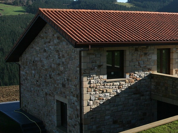 Detalle de arquitectura residencial en Mendata - Smark Studio