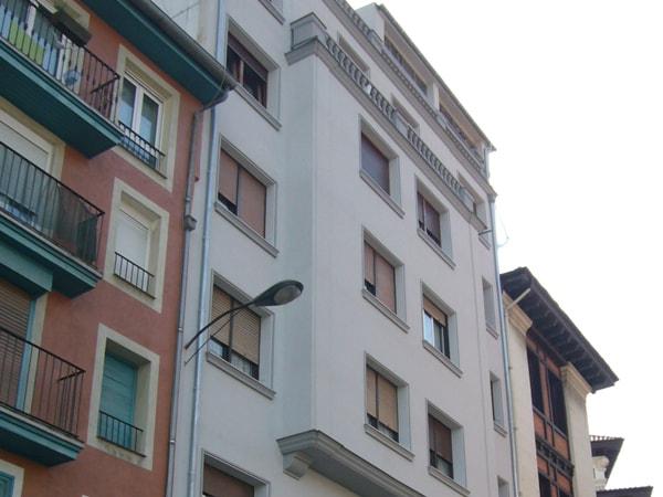 Reforma y aislamiento de fachada en Atxuri, arquitectura Bilbao, Smark Studio (vista actual)