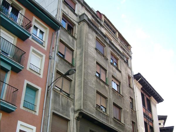 Anterior a la reforma y aislamiento de fachada en Atxuri, arquitectura Bilbao, Smark Studio