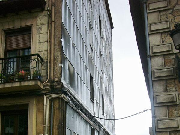 (Antes 1) Aislamiento y reforma de fachada en Bilbao. Smark Studio.
