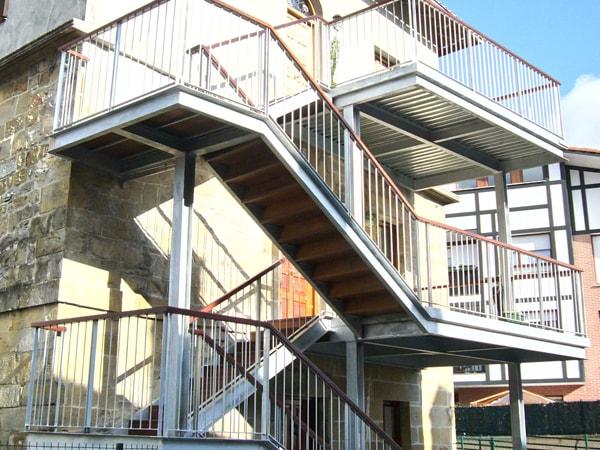 Reforma de escalera en Larrabetzu, Arquitectura Bilbao, Smark Studio